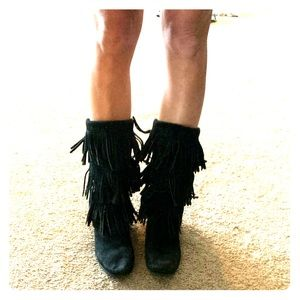 Black suede Minnetonka fringe flat boots sz 9